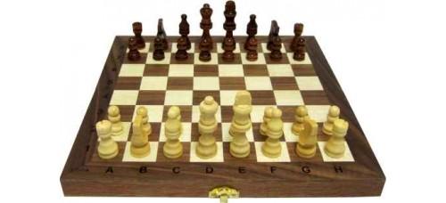 Дървен шах и табла,  29.5см. с фигури 2.7-7 см ШАХ И ТАБЛА